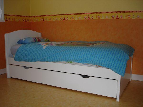 pack lit enfant nature blanc 90x190 cm avec sommier et matelas. Black Bedroom Furniture Sets. Home Design Ideas