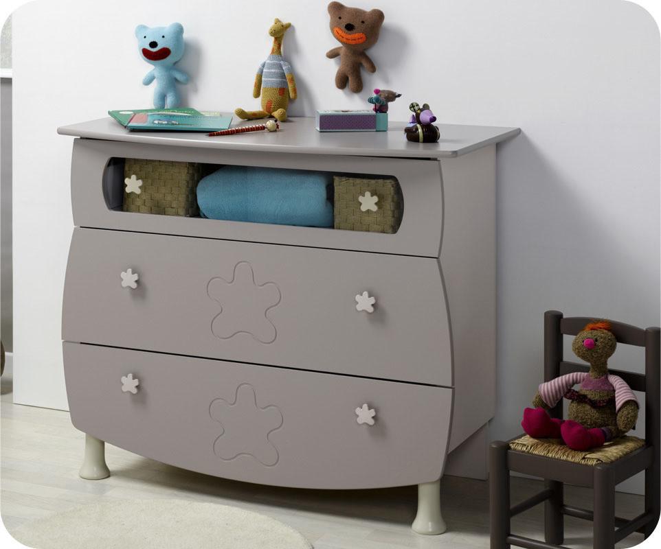 Mini chambre b b lin a lin et sable lit plexiglass plan for Organiser commode bebe