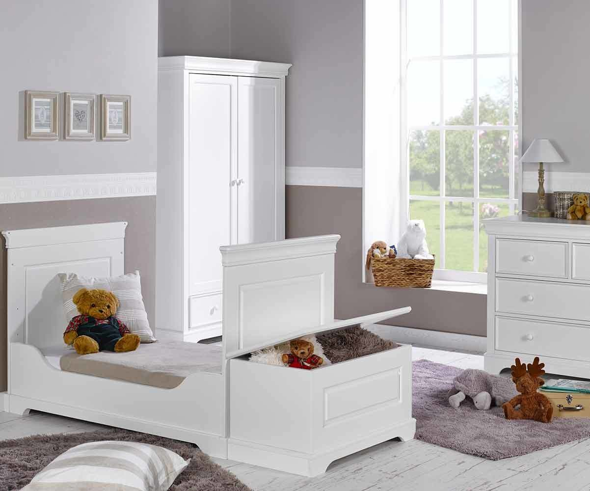 chambre b b compl te mel blanche avec armoire. Black Bedroom Furniture Sets. Home Design Ideas