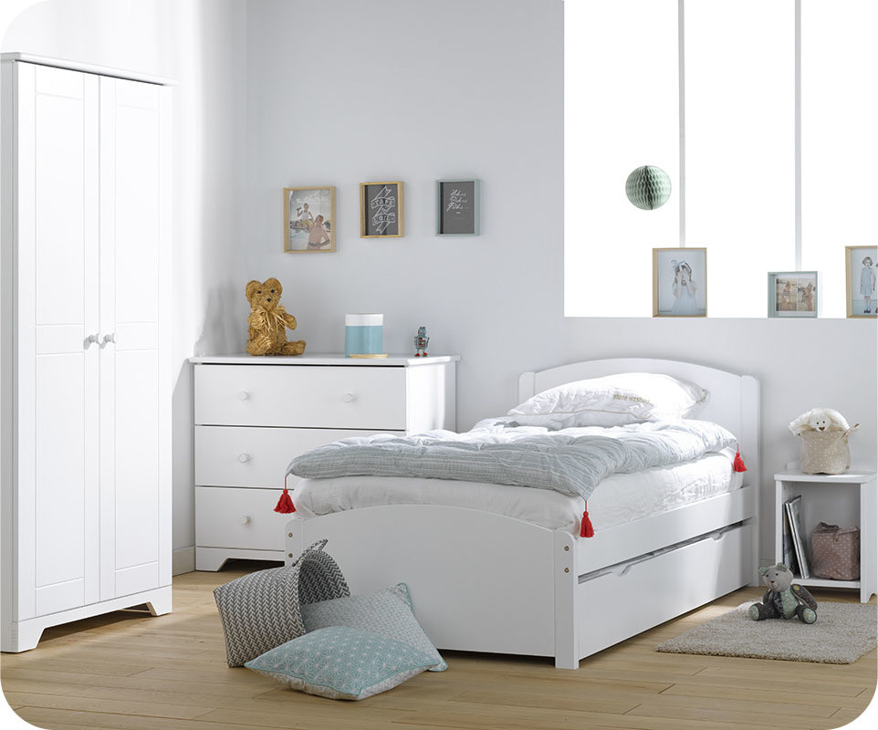 chambre enfant nature blanche avec armoire enfant. Black Bedroom Furniture Sets. Home Design Ideas