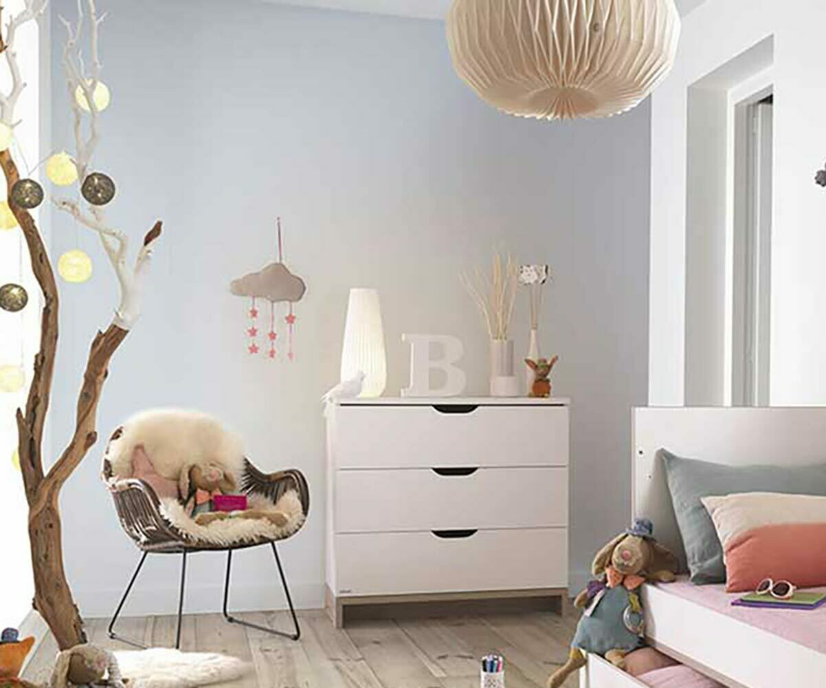 commode b b plume blanche et bois. Black Bedroom Furniture Sets. Home Design Ideas