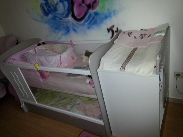 Idees d Chambre chambre bebe plexiglas : Le lit bu00e9bu00e9 u00e9volutif JOOLY est particuliu00e8rement adaptu00e9 aux petits ...