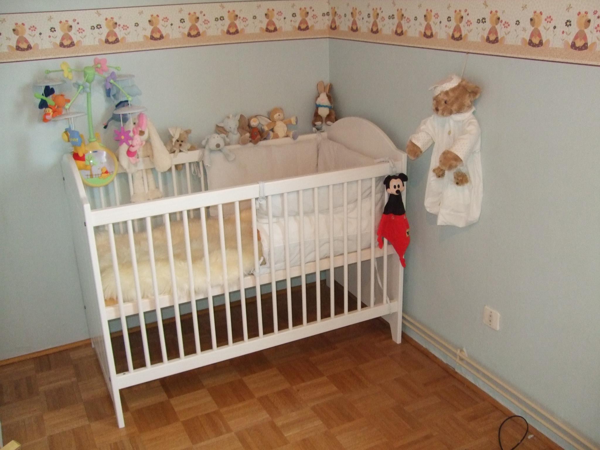Le blanc pour la chambre de bébé une idée qui plait à tous les coups