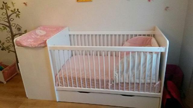 Lit b b volutif barreaux malte couleur blanc for Separation chambre parents bebe