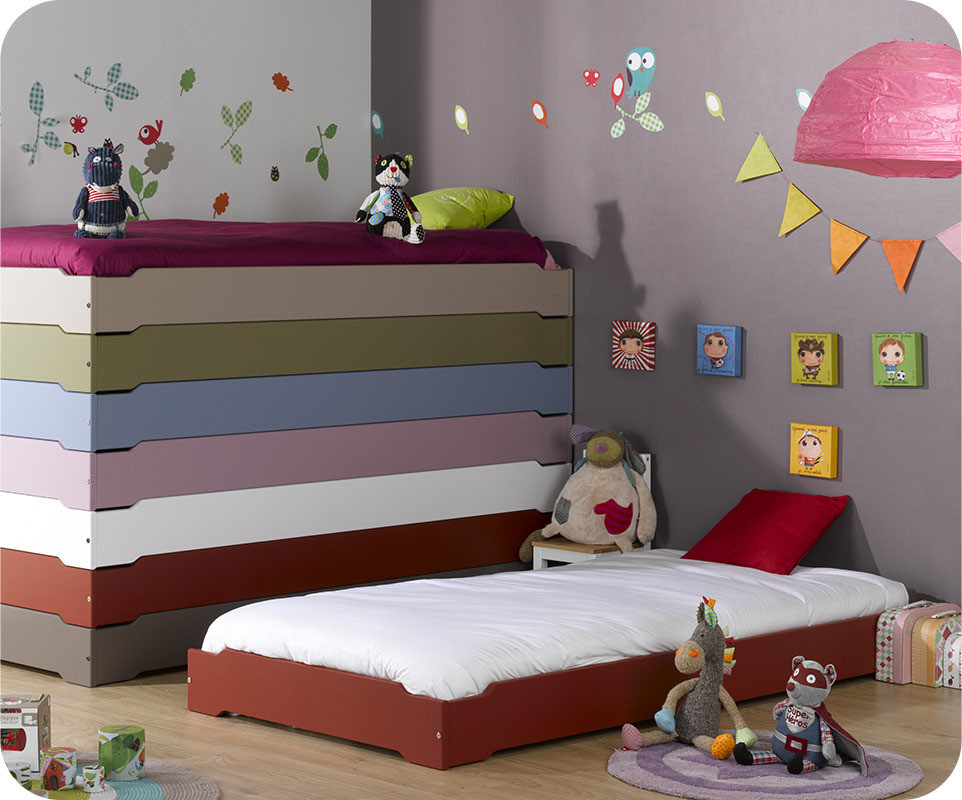 lit enfant empilable rouge basque 90x190 cm avec sommier et matelas. Black Bedroom Furniture Sets. Home Design Ideas