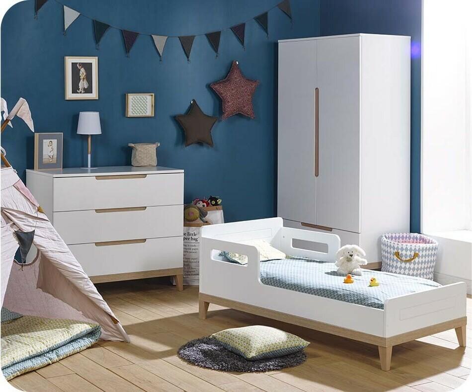 mini chambre b b riga blanche et bois. Black Bedroom Furniture Sets. Home Design Ideas