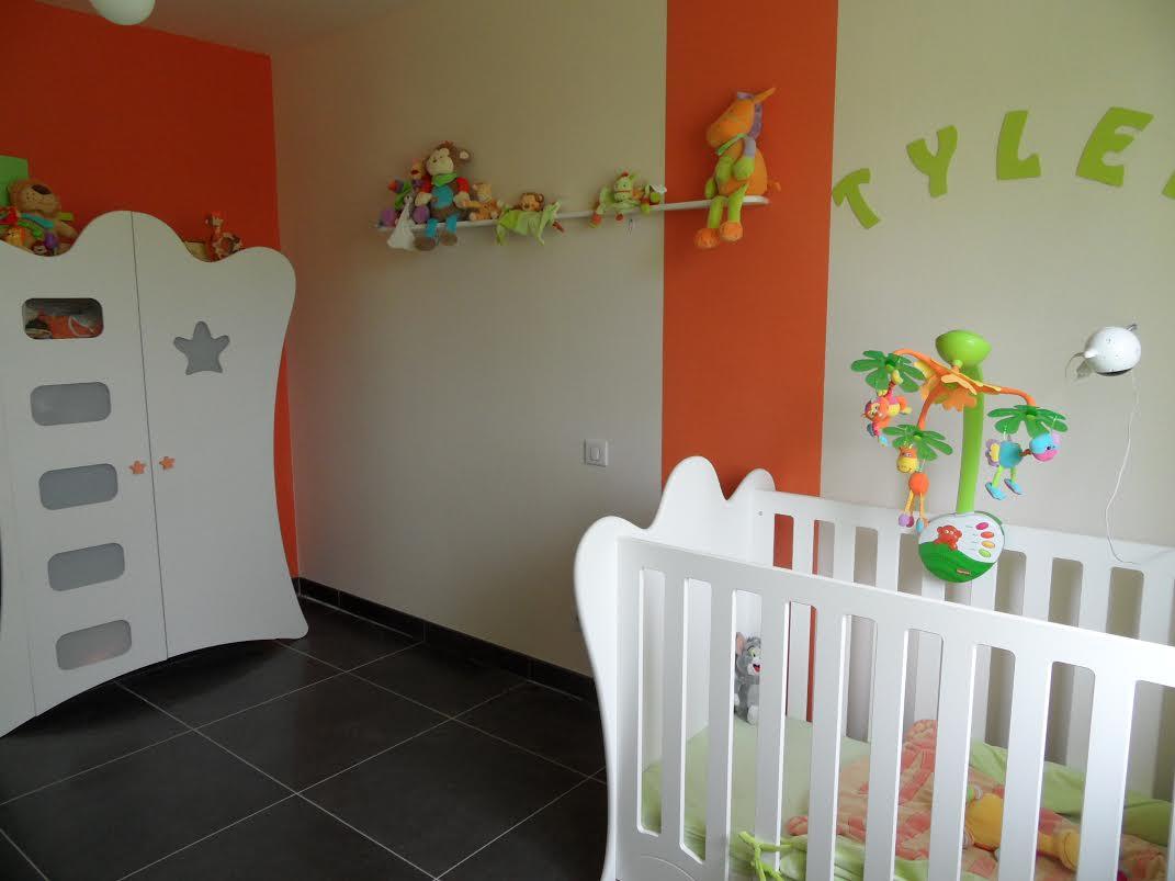 D couvrez la chambre b b compl te king blanche de katia for Chambre orange et vert bebe
