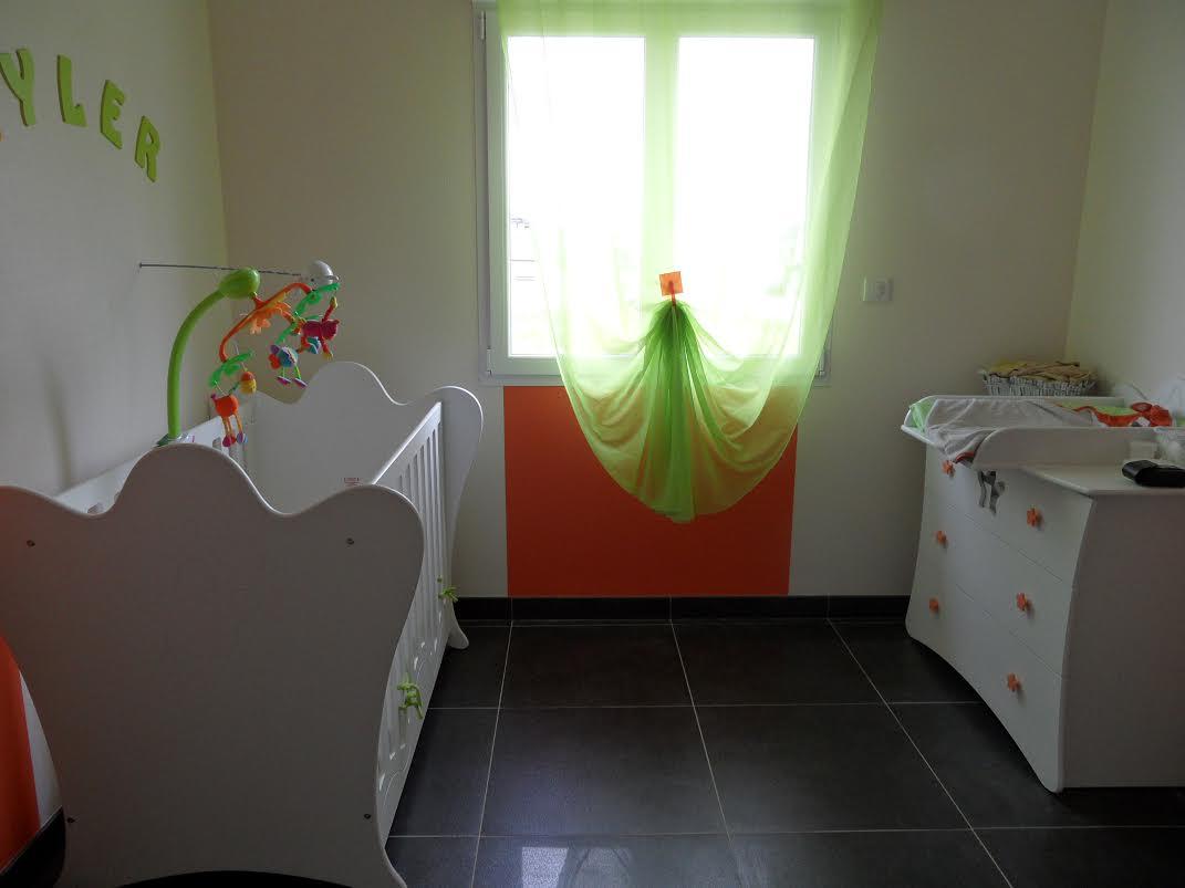 D couvrez la chambre b b compl te king blanche de katia for Disposition des meubles dans une chambre