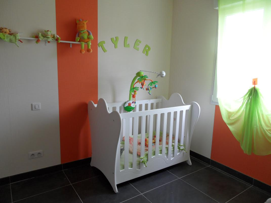 D couvrez la chambre b b compl te king blanche de katia for Disposition meuble chambre bebe